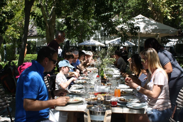 Harvest table LR Grand Provence